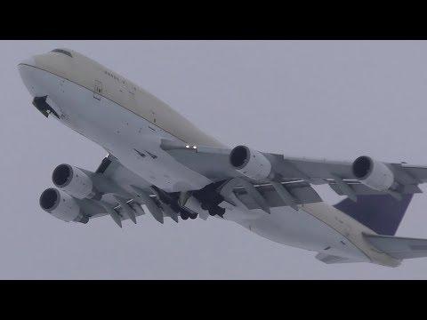 Air Atlanta Icelandic 747-481(BCF) [TF-AMP] Snowy Takeoff From Calgary Airport ᴴᴰ