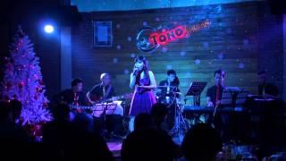Tuyết rơi đêm giáng sinh - Thủy Tiên ( Tono Acoustic coffee)