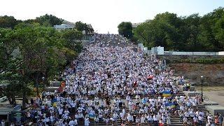 В Одессе установили рекорд в вышиванках(В Одессе на Потемкинской лестнице в честь Дня Независимости Украины в рамках Вышиванкового фестиваля,..., 2016-08-24T12:52:29.000Z)
