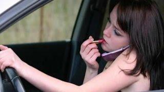 MUJER AL VOLANTE PELIGRO CONSTANTE vol 3 - Mujeres torpes y peligrosas conduciendo 2015 thumbnail