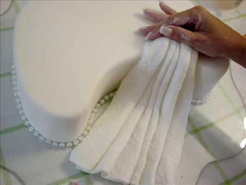 decoracion-de-torta-de-bodas-rosas-amaillas