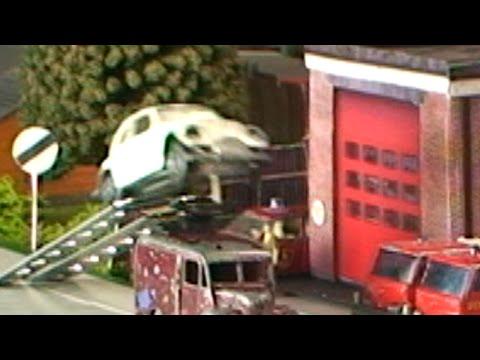 Toy Cars JUMPING a Van ~ Matchbox Motorway