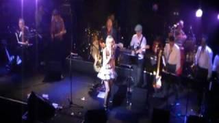 2010年2月14日ボトムラインでのライブ映像。 「異邦人」と「ズルイ...