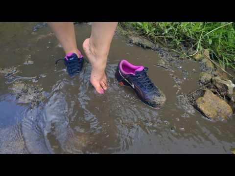 Nike Airmax Tailwind 6 are getting muddy.