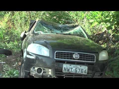 CAXIAS: Motorista perde controle na BR-316 e bate carro em árvore