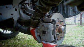 Обслуживание передних тормозов на Pajero Sport II.(Чистим направляющие, пыльники, проверяем состояние колодок. Смазываем все смазкой и устанавливаем новые..., 2016-05-01T15:56:45.000Z)