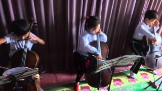North Korea: Kindergarten Kids Practicing Cello in Chongjin 北朝鮮: 清津市幼稚園児のチェロ練習