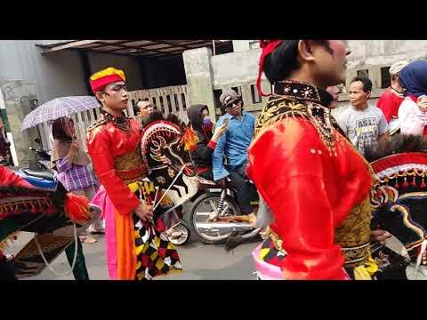 """Karnaval kuda lumping """"Mekar Sari Jaya"""", Radio Dalam Jakarta - Pandansari, Kebumen."""