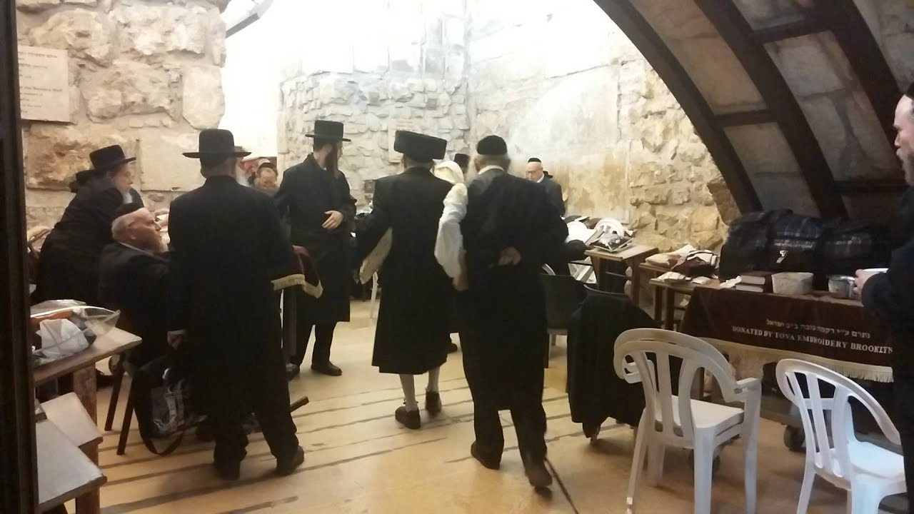 """האדמו""""ר מלעלוב הגיע לישראל לחגוג את בר המצווה לבנו"""