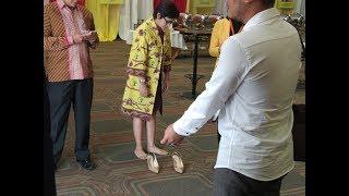 Tingkah Nurul Arifin Saat Berjalan Tanpa Alas Kaki di Ball Room Hotel Sultan