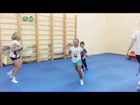 Подвижные игры с ленточкой. Развиваем ловкость и координацию. Детский фитнес.