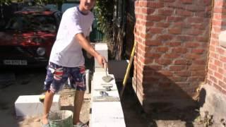 Пила для порезки пеноблока или газобетона(На видео показана специальная пила для распиливания пеноблока и продолжение процесса строительства прист..., 2015-09-27T08:15:05.000Z)