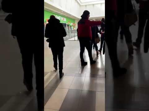 Эвакуация людей из кинотеатра в ТРЦ Караван
