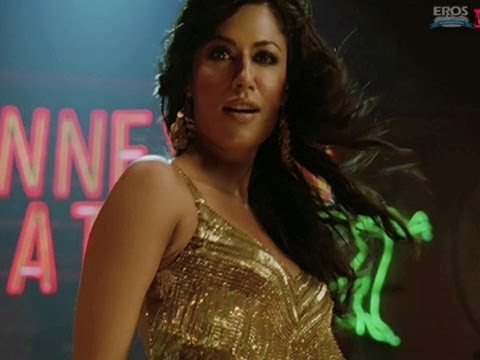 Chitrangada has crush on Akshay Kumar | Desi Boyz | Movie Scene