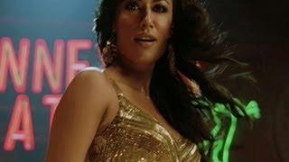Chitrangada has crush on Akshay Kumar | Desi Boyz | Movie Scene