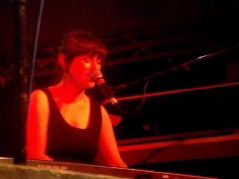 Blue Roses (Laura Groves) - I Wish I