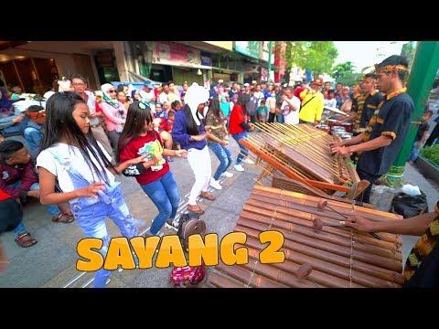 Semakin Diminati, Angklung Carehal Iringi Fans2 Ikut Berjoget Angklung Malioboro Sayang 2 Cover