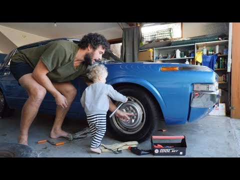 HOW TO TEACH A BABY (AND YOU) TO CHANGE A TYRE