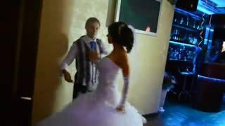 Восхитительный первый свадебный танец. Студия