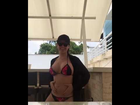 Daniela Navarro baila su panza embarazada. thumbnail