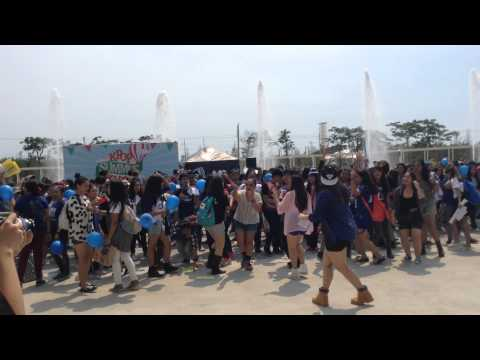 150412 - 촉이 와 (Can You Feel It) Philippine ELF Flash Mob