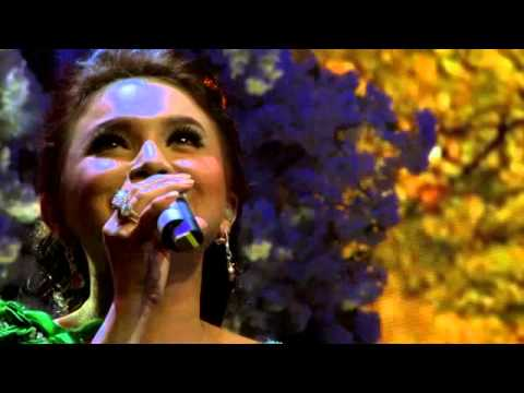 Cinta Sejati (ost Habibie Ainun) by Rossa and Roy Tjandra Orchestra