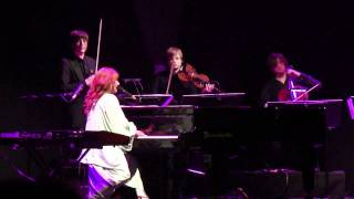 Tori Amos - Fearlessness (December 2, 2011 - Beacon Theater, New York City)