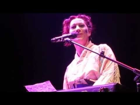 Amanda Palmer sings 'Dear Daily Mail'