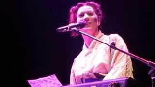 Amanda Palmer sings