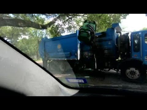 VIDEO: City Crews Picks Up Garbage With Recyclables