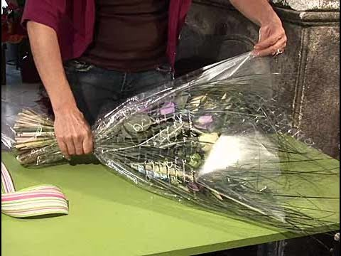 C mo hacer un envoltorio para un ramo de flores youtube - Como hacer un ramo de flores artificiales ...
