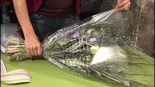 Cómo hacer un envoltorio para un ramo de flores