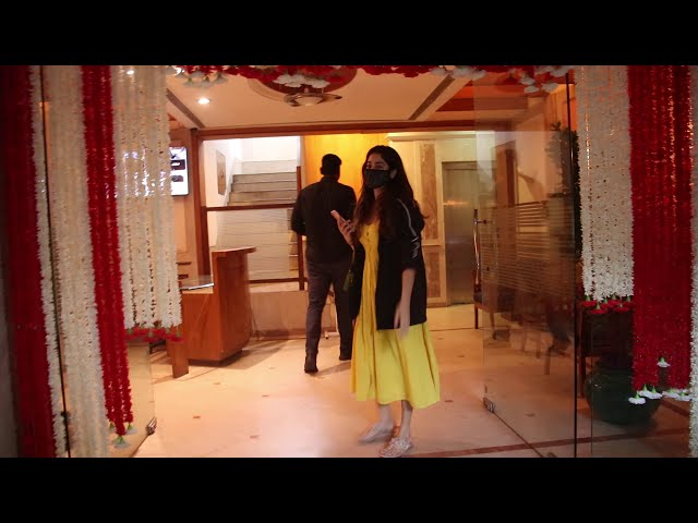 Jhanvi Kapoor Spotted At Juhu