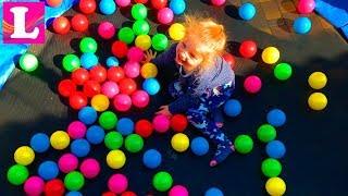 Батут для детей или Лиза прыгает на детском батуте