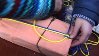 Акценти. У Вінниці школярки проводять майстер-клас з плетіння браслетів