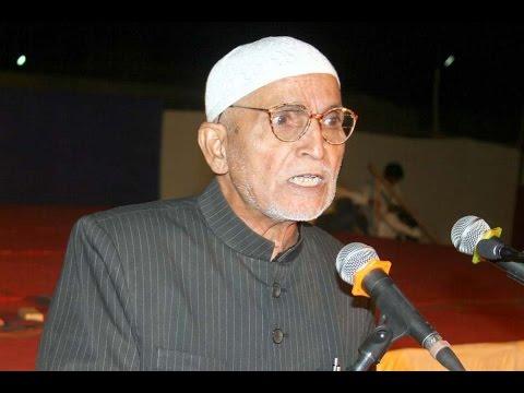 Khamakha Hyderabadi reciting his poem in Kul Hind Mazahiya Mushaira  Urdu ke Aangan Mein Aurangabad
