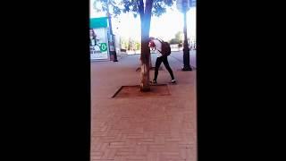 Серега возле дерева