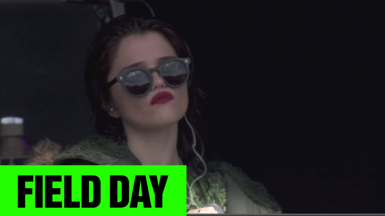 sky-ferreira-aint-your-right-field-day-2014-festivotv-festivotv