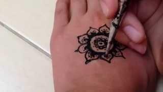 🔅Цветок хной🔅(В этом видео я покажу как рисовать цветок хной., 2015-09-02T13:30:57.000Z)