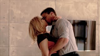 Download Video Oliver and Felicity [6x11]