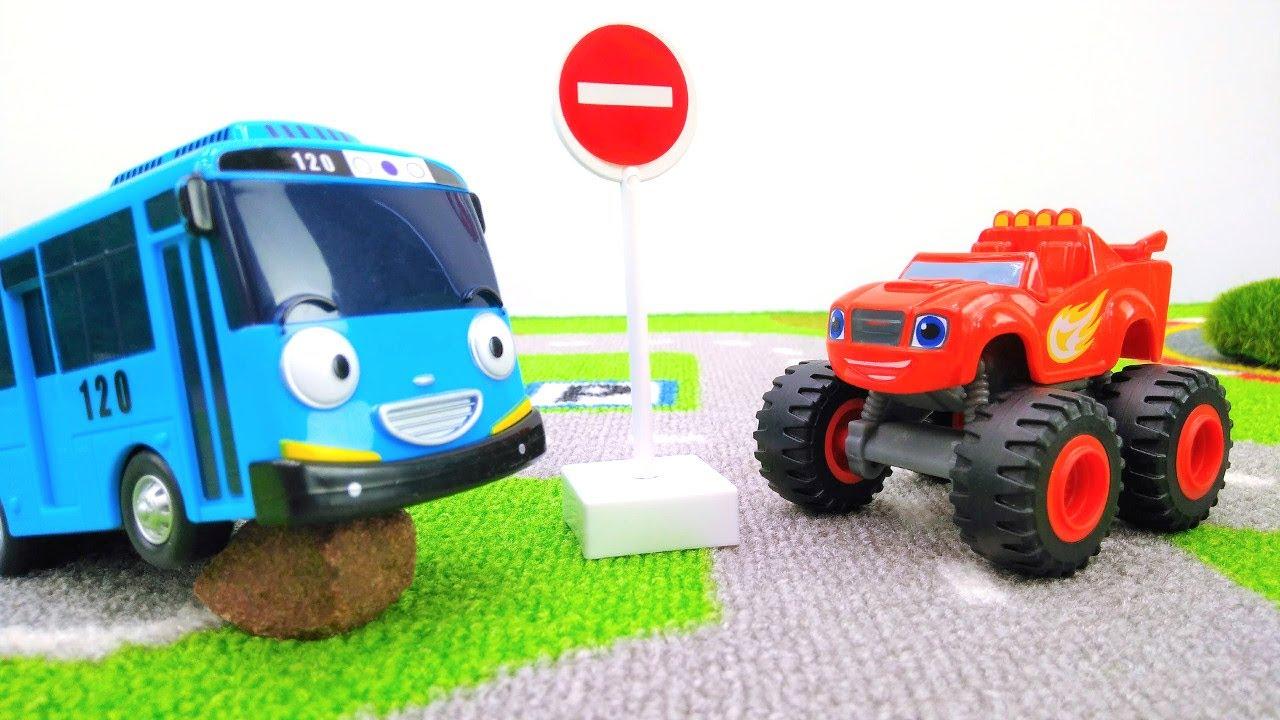 Игры для мальчиков - Вспыш, Крушила и дорожные знаки - YouTube