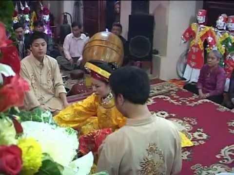 Chủ nhang Hoàng Thị Lý hầu Đệ nhị Vương cô tại Linh Ứng Điện-Văn Quán-HN