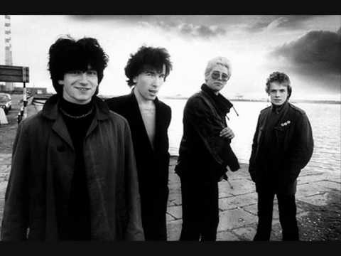 U2 - Hold Me, Thrill Me, Kiss Me, Kill Me Lyrics