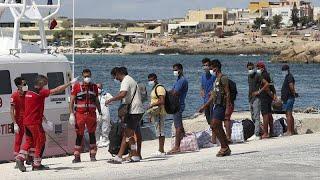 Италия: мигрантов увозят с Лампедузы