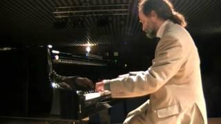 Melodía de arrabal (Carlos Gardel). Juan María Solare (piano)