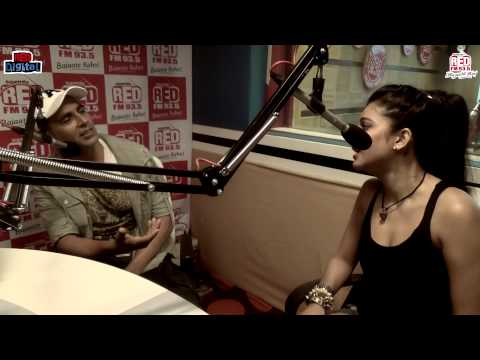 Akshay Kumar & Shruti Hassan with RJ Malishka - GABBAR (Part 1)
