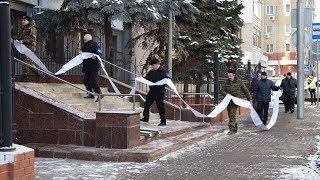 Гражданские активисты принесли в саратовскую прокуратуру 50 метров отписок