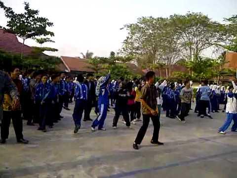 flashmob gangnam style smp 21 banjarmasin