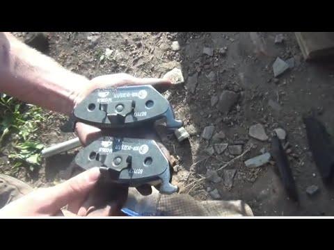 Замена передних тормозных колодок (накладок) на Skoda - Fabia