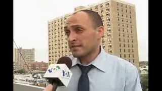 Кандидат Джон Лисянский стучится в дверь(В этом году сразу несколько иммигрантов из бывшего Советского Союза баллотируются в Городской совет Нью-Йо..., 2013-08-21T18:53:14.000Z)